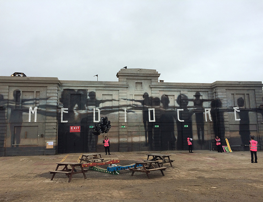 Crea.Tips - Sokak Sanati - Enstelasyon - Banksy - Dismaland - Bemusement Park